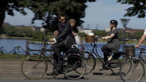 copenhagen-cycling-businessmann